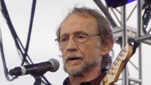 Peter Tork, cantor e baixista dos Monkees, morre aos 77 anos
