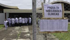 Associação Médica critica nova proposta de revalidação de diplomas do MEC e promete ir à Justiça