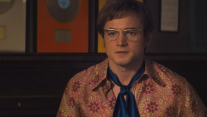 Taron Egerton cantou de verdade para ser Elton John em 'Rocketman'; veja