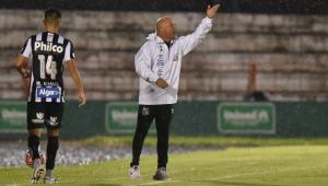 Dirigente do Santos promete pagar salários atrasados antes de confronto contra Red Bull Brasil