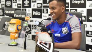 Rodrygo promete 'jogar pra frente' em homenagem ao ídolo Coutinho