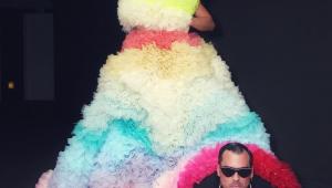 Sabrina Sato desfila com vestido de 7 quilos em Baile da Vogue