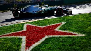 Hamilton é o mais rápido do primeiro dia de Fórmula 1 e faz dobradinha