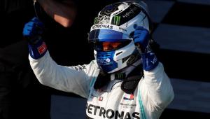 Parabenizado por Hamilton, Bottas celebra vitória: 'Nunca tive uma corrida assim'