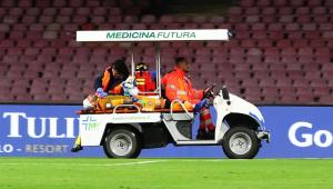 Goleiro desmaia em jogo do Campeonato Italiano e é levado às pressas para hospital