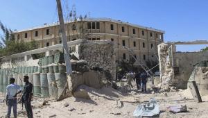Vice-ministro é morto em ataque na Somália; explosão de carros-bomba deixam mais 10 vítimas fatais