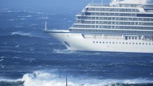 Noruega: Cruzeiro consegue reativar motores e resgates são suspensos