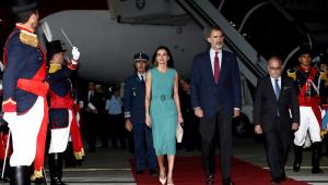 Avião do rei da Espanha esbarra em aeronave da presidência argentina em terra