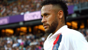 Kaká diz aprovar permanência de Neymar no PSG: 'Foi bom para ele'