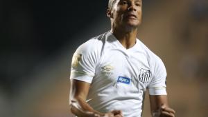 Santos aproveita falhas do Red Bull e abre boa vantagem no Pacaembu