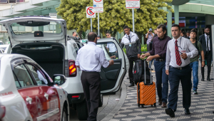 Prefeitura de São Paulo volta a alterar regras para acesso de táxis em Congonhas