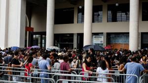 Ingressos para shows de Sandy e Júnior esgotam na pré-venda, mas venda geral está mantida