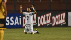 Santos presta homenagem a Coutinho antes da bola rolar no Pacaembu