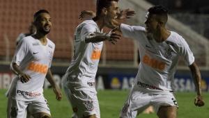 Presidente do Corinthians promete comprar Danilo Avelar