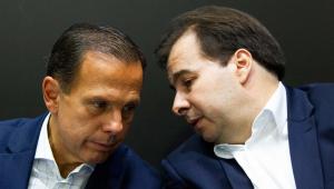 Doria declara apoio a Maia após críticas de Carlos Bolsonaro