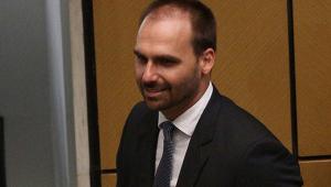 Marco Antonio Villa: Vergonha é Eduardo Bolsonaro, não o brasileiro que vai para os EUA trabalhar