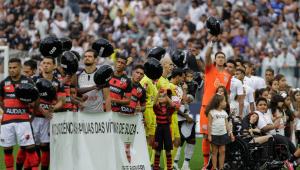 Corinthians e Oeste prestam homenagem às vítimas do ataque em Suzano