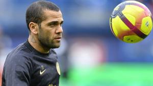 Daniel Alves sofreu lesão óssea no joelho esquerdo, diz PSG