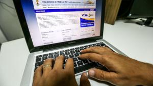 Denise Campos de Toledo: Taxa de conveniência na compra de ingressos pela internet é absurda