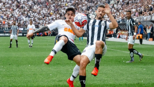 Mais 'eficiente' do Brasileirão, Santos acumula o dobro de finalizações do Corinthians