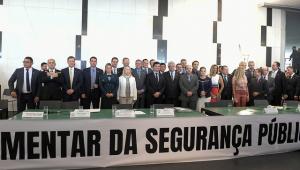 Em evento da 'bancada da bala', Flávio Bolsonaro defende projeto de segurança do Planalto