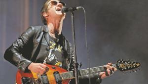 Atração do Lollapalooza, Arctic Monkeys faz show para 65 mil pessoas no México
