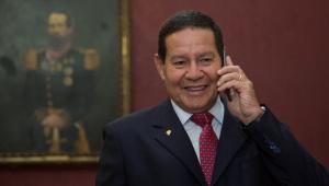 Governo foi eleito com pauta de apoio à posse de armas, diz Mourão