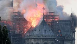 Promotores começam investigação do incêndio em Notre-Dame