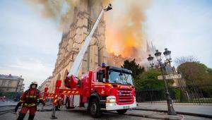 França lança concurso internacional para reconstrução da 'flecha' de Notre-Dame