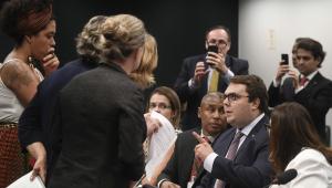 Parecer da reforma da Previdência é aprovado na CCJ; sessão de 9 horas teve confusões e pane em painel