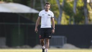 De goleiro ao atacante: Vasco vai encarar o Santos com desfalques importantes