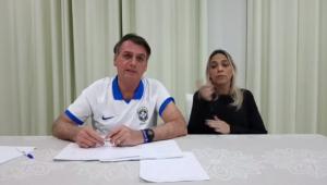 Em transmissão ao vivo, Bolsonaro parabeniza Alexandre de Moraes por revogação de censura