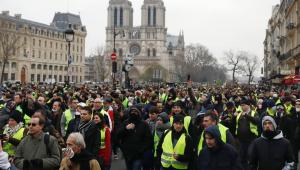 """Após incêndio, polícia de Paris proíbe """"coletes amarelos"""" na região da Catedral"""