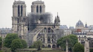 'Vaquinha' para reconstrução da Notre-Dame chega a R$ 4 bilhões