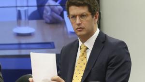 Ministro do Meio Ambiente segue recomendação de Bolsonaro e coloca militares em postos de comando