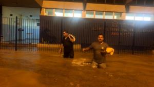 Ao menos três pessoas morreram no Rio de Janeiro depois da tempestade que atingiu na noite desta segunda-feira (8)