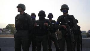 Jornalistas brasileiros passam 30 horas detidos por forças de Maduro