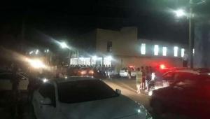 Homem invade igreja evangélica atirando e mata quatro em MG