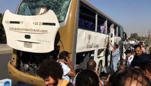 Explosão atinge ônibus com 25 turistas perto das pirâmides de Gizé
