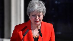 Emocionada, May anuncia data de renúncia e lamenta não execução do Brexit