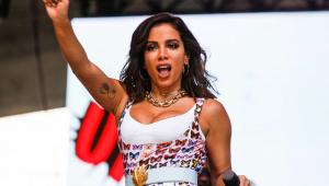 Atração principal da Virada, Anitta leva multidão ao Anhangabaú