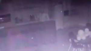 Vídeo registra suposto fantasma e viraliza na web; assista