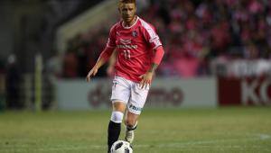 Souza, ex-Palmeiras, faz golaço do meio-campo no futebol japonês