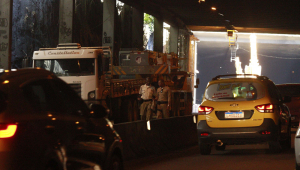 Trânsito em túnel é parcialmente liberado, mas Rio segue em estágio de atenção