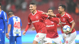 Exagerou? Casagrande compara Guerrero com Suárez e Cavani