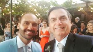 Bolsonaro volta a relacionar Argentina com Venezuela e recebe apoio do filho