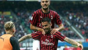 Milan supera o Frosinone e se mantém vivo na briga por vaga na Liga dos Campeões
