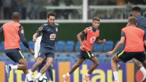 À vontade, Neymar faz 1º treino com a Seleção em Teresópolis