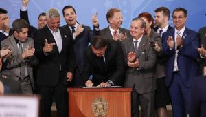 Bolsonaro não revogará decreto de armas antes de votação na Câmara, diz porta-voz