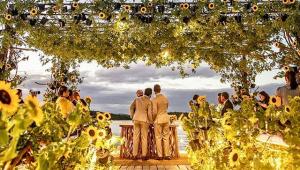 Carlinhos Maia e Lucas Guimarães se casam com cerimônia em Alagoas